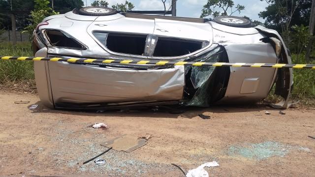 A SUV ficou destruída no capotamento