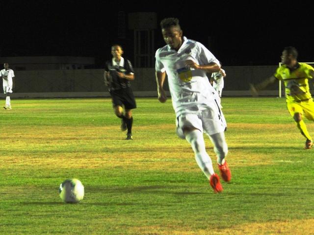 Santos deixou Santana empatar, mas depois fez mais 5 gols. Fotos: Élcio Barbosa