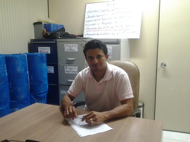 Ismael Rodrigues, do Sindsaúde, esteve no HE dando apoio à manifestação