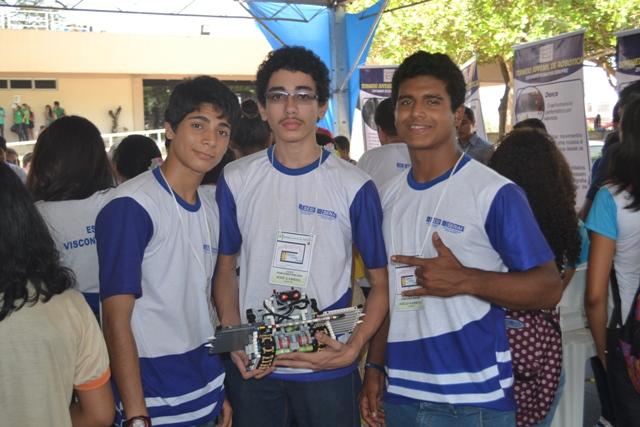 José Gabriel, Diego Barbosa e Bruno Alessandro, deram show no controle do robô. Fotos: André Silva