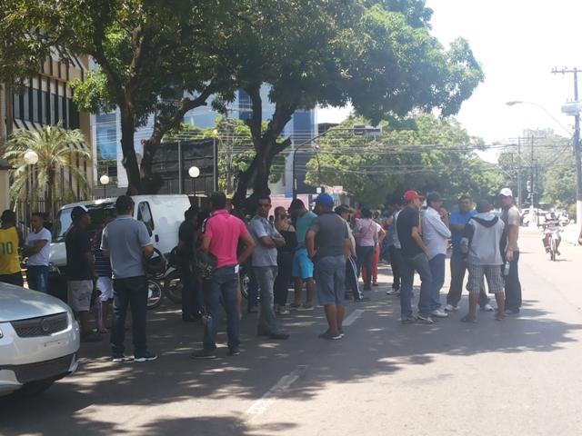 Os vigilantes se concentraram na Praça da Bandeira. Fotos: Cassia Lima