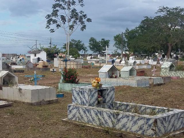 Os cemitérios vão estar prontos para o Dia de Finados. Fotos: Cassia Lima