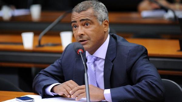 """""""Romário é um militante dos direitos humanos"""", diz Randolfe Rodrigues"""