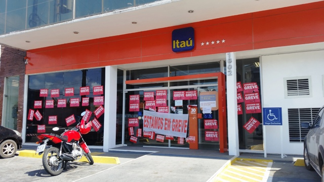 Funcionários de bancos privados continuam em greve. Foto: Cássia Lima