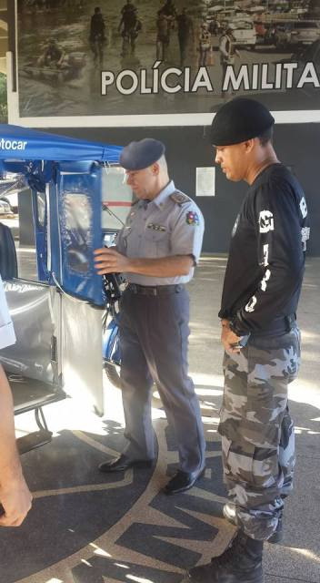Uma comissão de comandantes de batalhões avalia o veículo