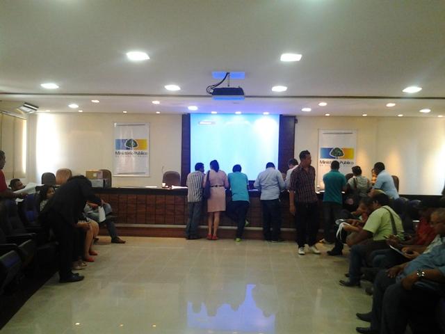 Candidatos acompanham a recontagem de votos no Ministério Público
