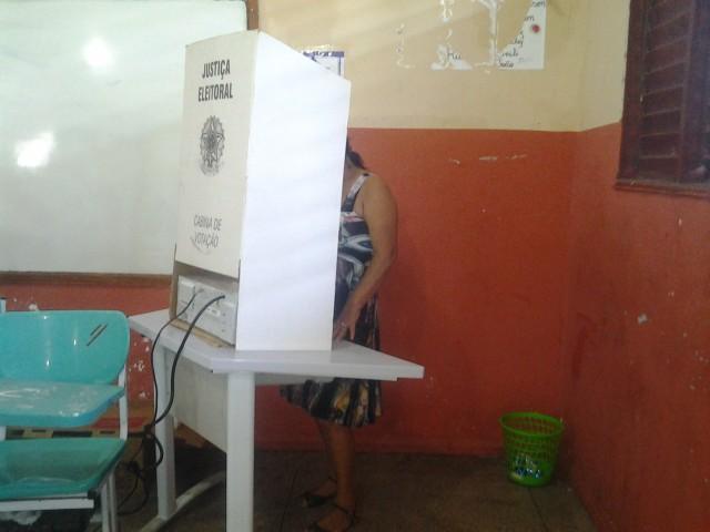 Eleitores estão comparecendo aos locais de votação. Fotos: André Silva