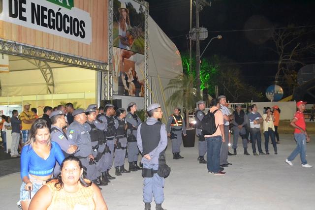 A PM apenas acompanhou de perto o protesto que foi pacífico. Fotos: André Silva