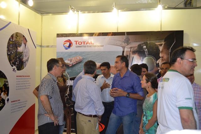 Governador Waldez Góes  visitou o estande da Total, empresa francesa interessa em explorar petróleo