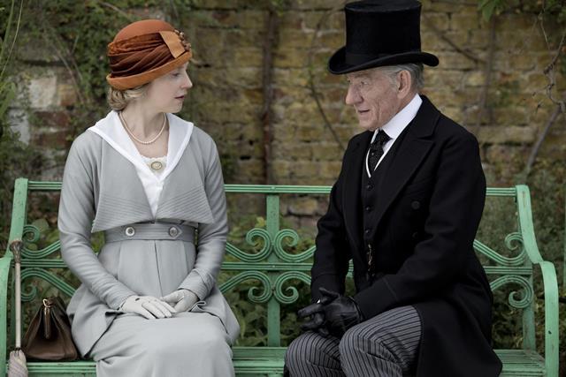 Aos 93 anos, Sherlock Holmes precisa desvendar seu último mistério