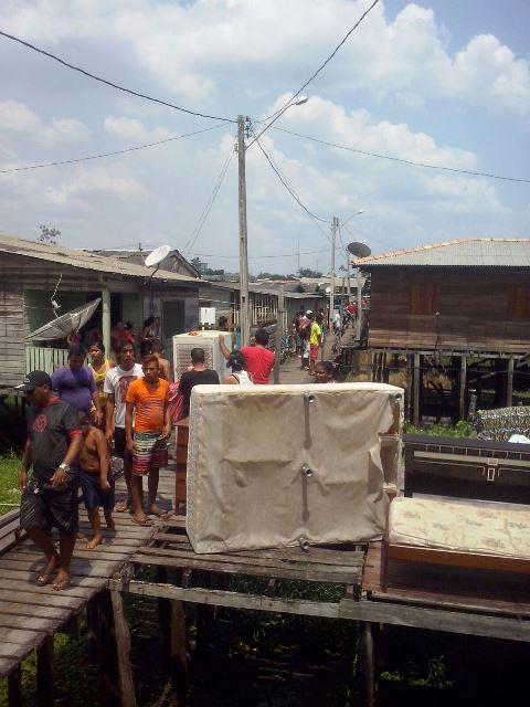 Moradores preocupados começaram a retirar objetos das casas