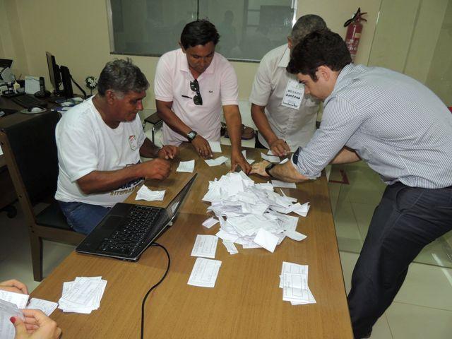 Central de apuração dos votos: contagem foi longa
