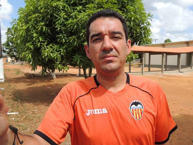Professor Dinaldo Barbosa: restrições