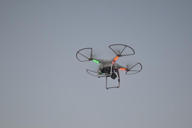 O drone usado por um policial para chegar perto do carro com os assaltantes. Foto: André Silva