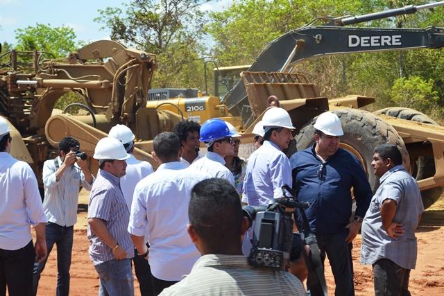 O governador disse que outras obras estruturantes estarão sendo concluídas