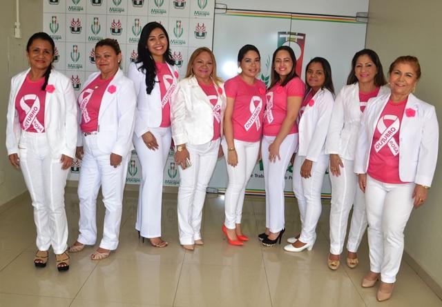 Servidores vestira camisetas cor de rosa para simbolizar a adesão ao Outubro Rosa. Foto: Ascom