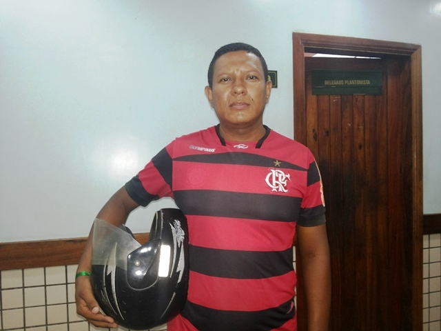 Bernardo ficou apenas com capacete. Fotos: Cássia Lima