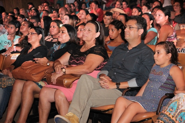 """Prefeito Clécio Luis: """"Muitos alunos aqui nem conheciam o Teatro das Bacabeiras"""""""