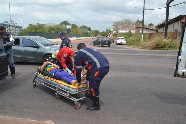 Glaucia Gonçalves foi levada com ferimentos levas ao Hospital de Emergência. Fotos: André Silva