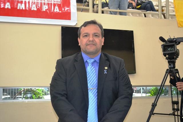 O deputado Pedro da Lua presidiu a audiência pública na Alap