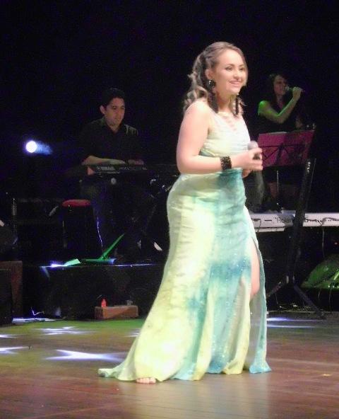 Brenda melo vai apresentar o show Tática com a presença de convidados. Fotos: Divulgação