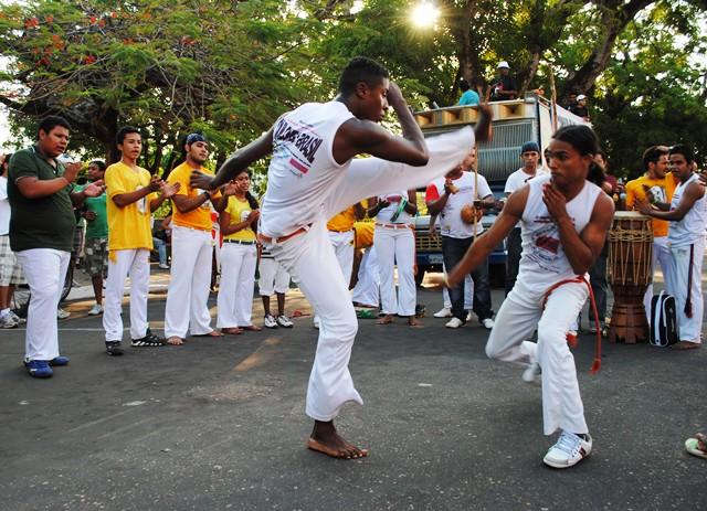 A capoeira, como tradição do povo negro, é o tema da caminhada em 2015. Fotos: Instituto Mocambo