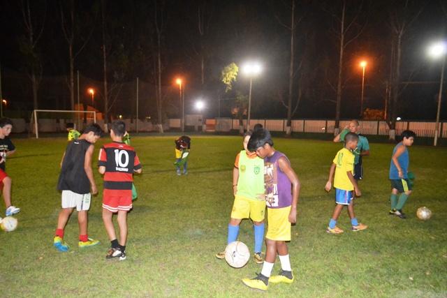 A escolinha recebe crianças e adolescentes de bairros do entorno do Clube dos Oficiais. Fotos: André Silva