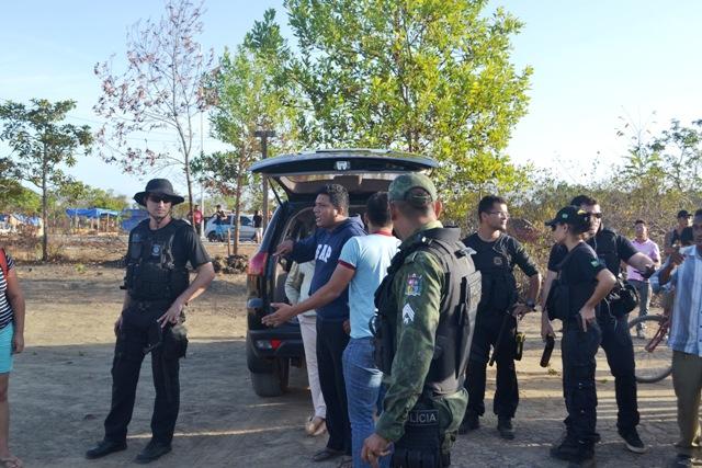 Dois invasores foram presos por desacato