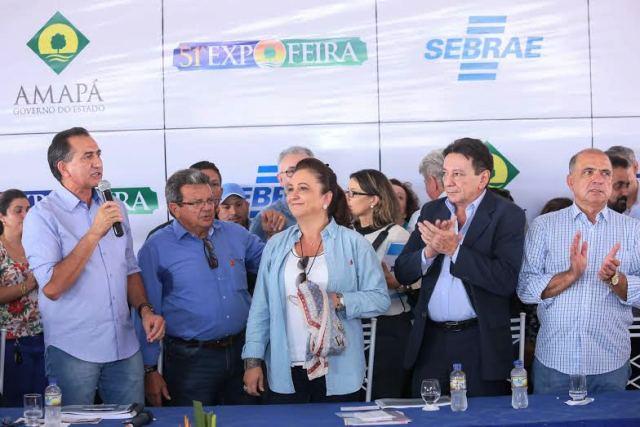 Governador Waldez Góes comemora o anúncio de investimentos no setor produtivo