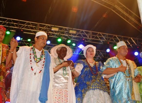 O evento reúne no palco padre, pais e mães de santo e líderes afrodescendentes. Fotos: divulgação