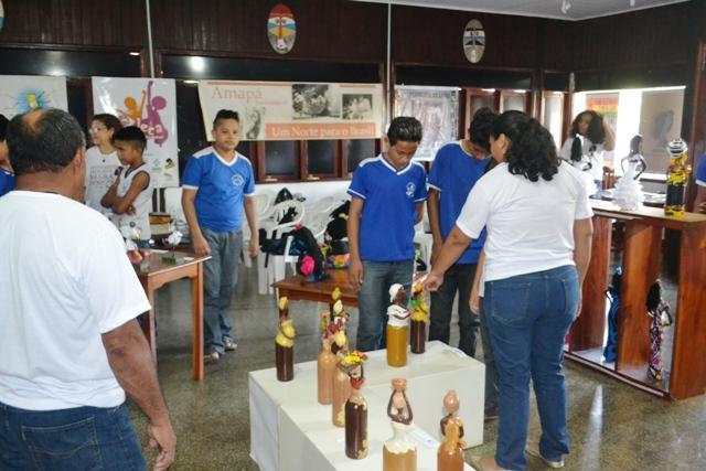 Estudantes participam e aprendem com a exposição