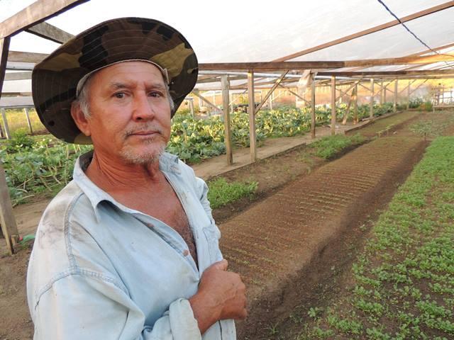 Seu Zé Moraes enfrenta problemas com a falta de água para irrigação