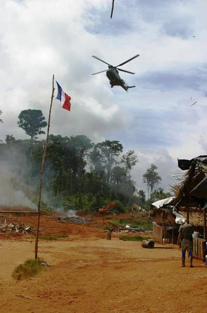 Militares fecham garimpo, que acaba sendo reaberto clandestinamente