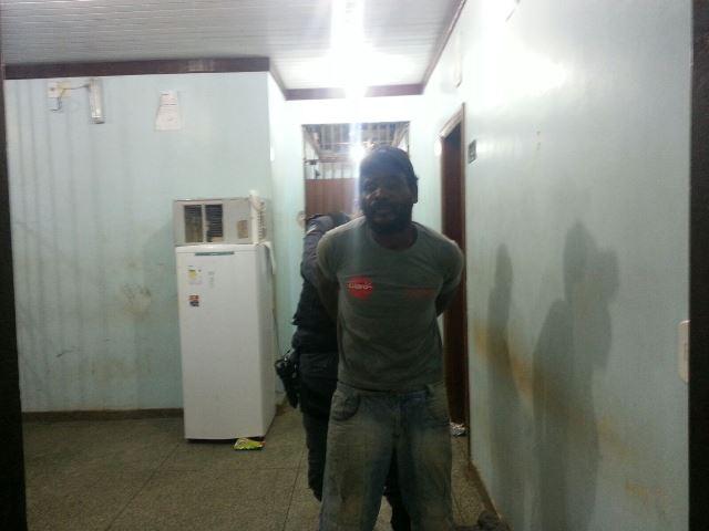 Rogério disse aos policiais que não tem endereço certo, que é um andarilho. Fotos: Jair Zemberg