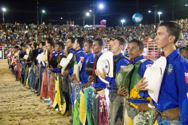 Vinte peões disputam a etapa nacional do rodeio. Dez são do Amapá. Fotos; Secom/Gea