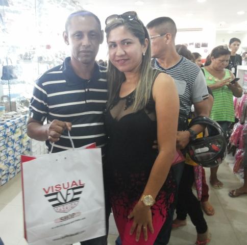 Adauto Garcia com esposa: presente para o amigo invisível