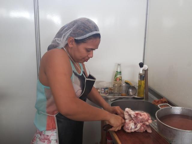 Carol Oliveira: a comida já é boa, só faltava arrumar o lugar. Fotos: Cássia Lima