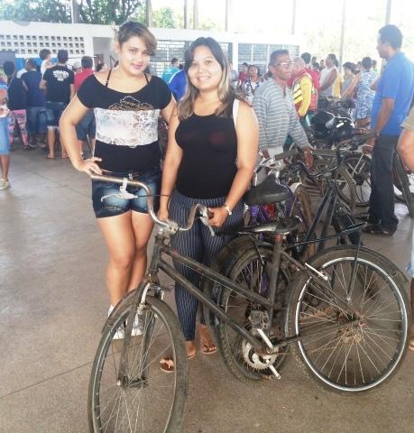 Cunhadas Josiane e Simone: uma bicicleta para cada membro da família