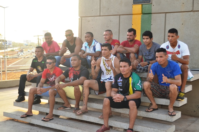 16 atletas estarão no octagon montado no estádio Zerão. Fotos: André Silva