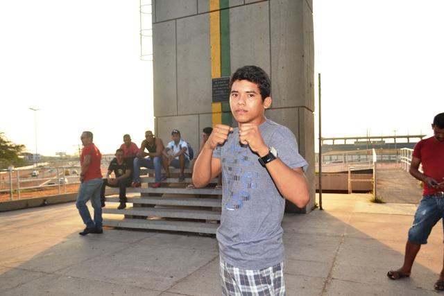 O estreante  Matheus Almeida  vem do jui jitsu e disse que vai levar a luta para o Chão.
