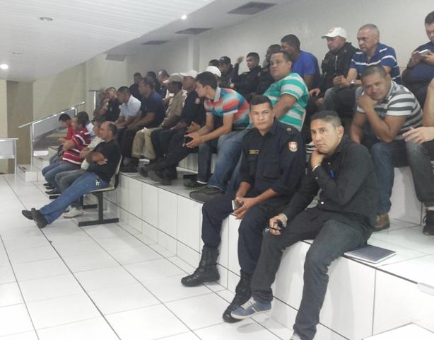 Guardas municipais participaram da audiência pública na Câmara de Vereadores. Fotos: Cássia Lima