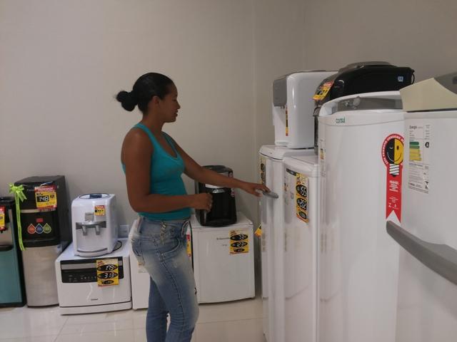 Jaciara precisa de uma geladeira, mas os preços fizeram ela adiar a compra