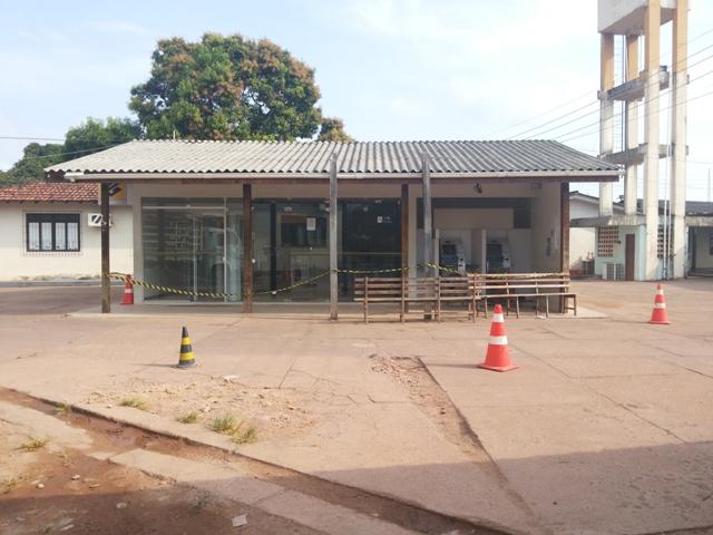 A área onde ficam os caixas foi isolada pela Polícia Técnica. Fotos: Cássia Lima