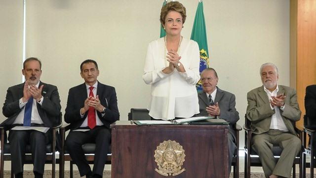 Brasília - DF, 18/12/2015. Presidenta Dilma Rousseff durante assinatura do Decreto que regulamenta a Zona Franca Verde no Palácio do Planalto. Foto: Roberto Stuckert Filho/PR