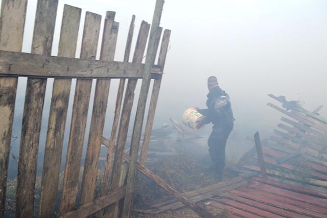 O incêndio chegou ameaçar algumas casas