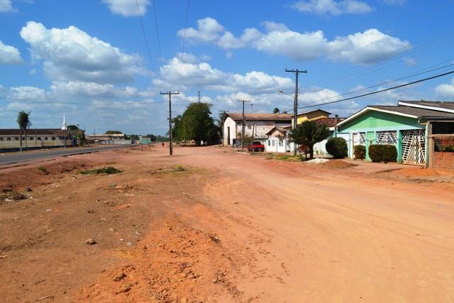 As ruas receberam terraplenagem, mas ficou nisso