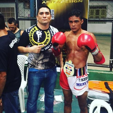 """Ao lado do técnico Diogo """"Aranha"""" Alves: melhor do Norte-Nordeste. Foto: Divulgação"""