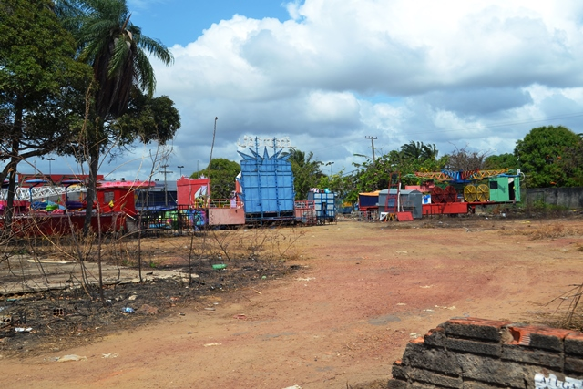 O terreno onde o parque está sendo montado é particular
