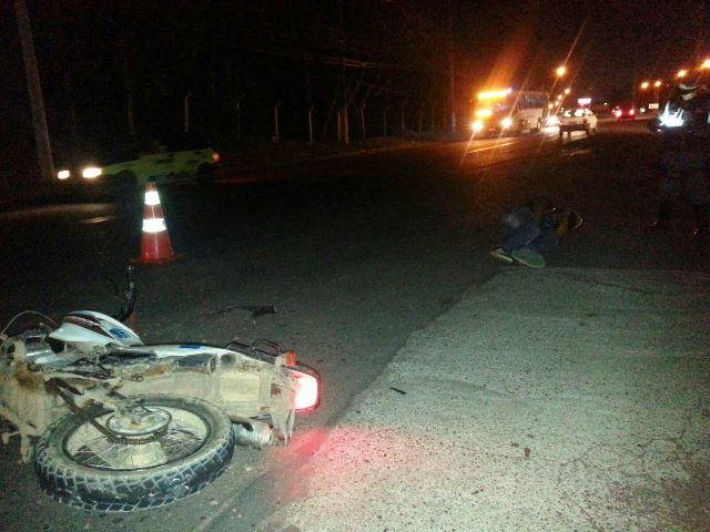 Motociclista foi arremessado vários metros depois do ponto de impacto. Fotos: Jair Zemberg