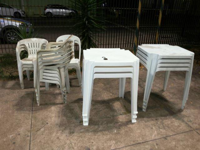Mesas e cadeiras no pátio do Ciosp. Fotos: Olho de Boto